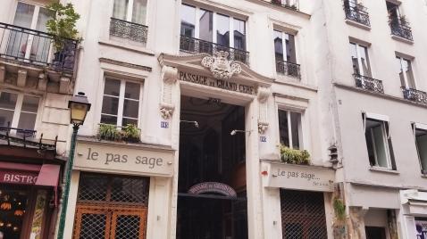 Passage entrance
